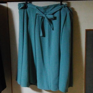 セシール(cecile)のLL 膝丈グリーンスカート リボンつき(ひざ丈スカート)