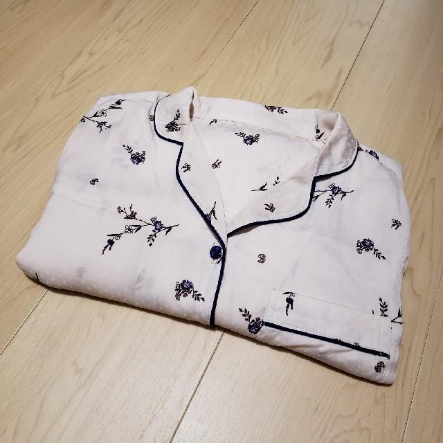GU(ジーユー)のGU サテンパジャマ 長袖ピンク花柄 Sサイズ レディースのルームウェア/パジャマ(パジャマ)の商品写真