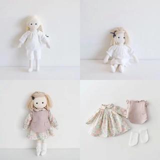 mina perhonen - check&stripeお人形 本体とパジャマのキット2つ、お着替えのキット1つ