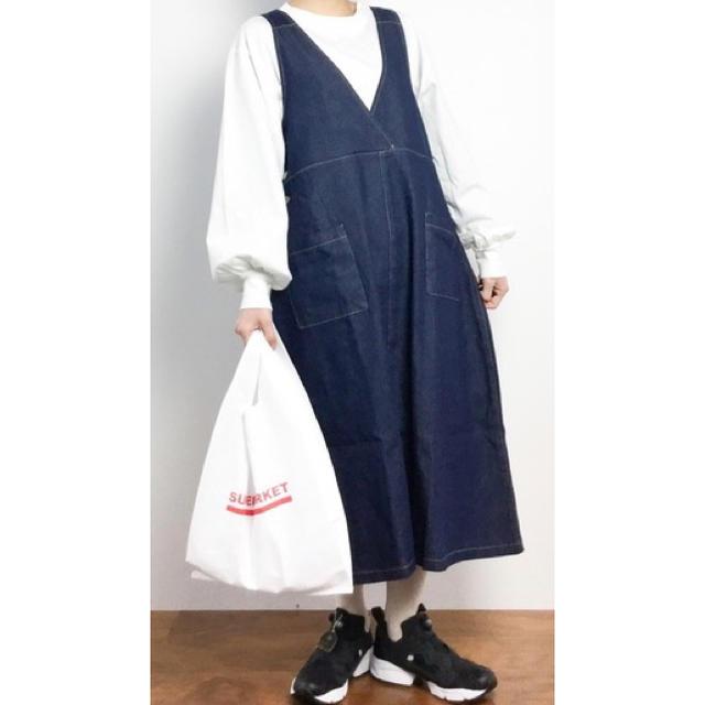 merlot(メルロー)のサイドポケットデニムロングワンピース レディースのワンピース(ロングワンピース/マキシワンピース)の商品写真