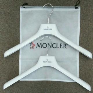 モンクレール(MONCLER)の【新品非売品】モンクレール(MONCLER)オリジナルハンガー×2&袋セット(ダウンジャケット)