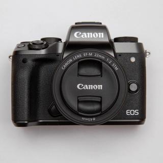 Canon - Canon EOS M5 + EF-M 22mm F2 + EF-EOS M