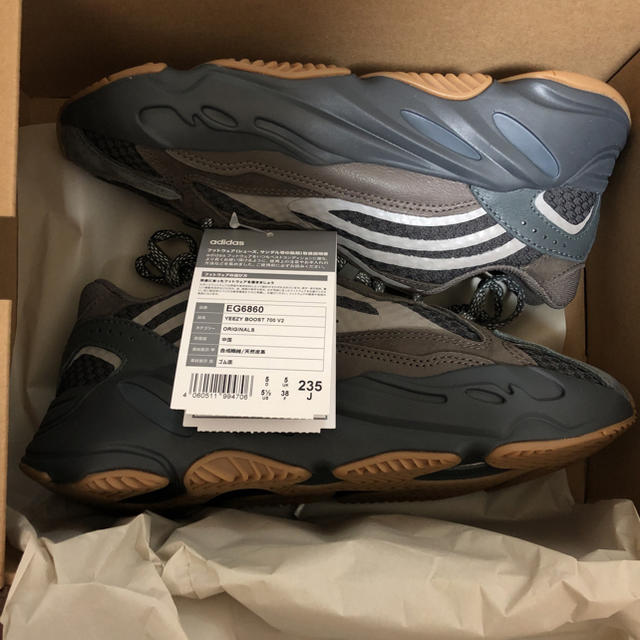 新品23.5cm adidas Yeezy Boost 700 V2 Geode メンズの靴/シューズ(スニーカー)の商品写真