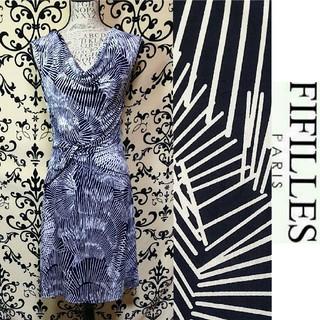アーモワールカプリス(armoire caprice)のFIFILLES paris ネイビー&ホワイトシャープな柄 ジャージワンピース(ひざ丈ワンピース)