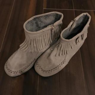 ローリーズファーム(LOWRYS FARM)のフリンジショートブーツ(ブーツ)