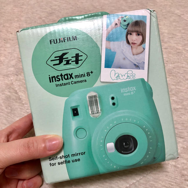 富士フイルム(フジフイルム)のチェキ instax mini8+ スマホ/家電/カメラのカメラ(フィルムカメラ)の商品写真