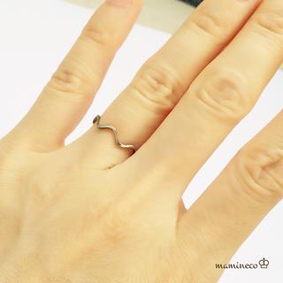 値下げ!7号サイズ ステンレス製 シルバー色華奢波形リング 指輪(リング(指輪))