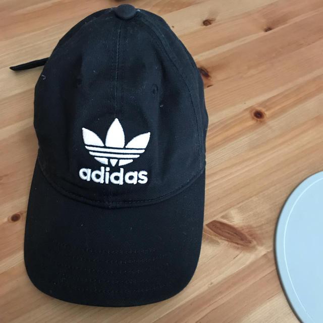 adidas(アディダス)の美品♡adidas 黒キャップ レディースの帽子(キャップ)の商品写真