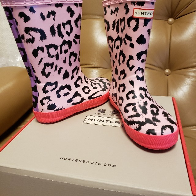 HUNTER(ハンター)のHUNTER 新品 長靴 ヒョウ柄 ピンク 18㎝ キッズ/ベビー/マタニティのキッズ靴/シューズ(15cm~)(長靴/レインシューズ)の商品写真