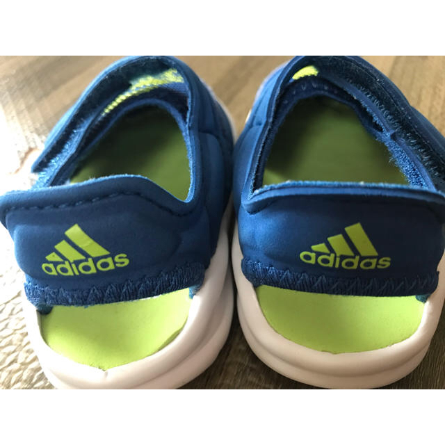 adidas(アディダス)のサンダル ベビーサンダル キッズ/ベビー/マタニティのベビー靴/シューズ(~14cm)(サンダル)の商品写真
