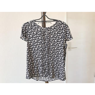 ジーユー(GU)のジーユー 花柄 ブラウス Tシャツ トップス (シャツ/ブラウス(半袖/袖なし))