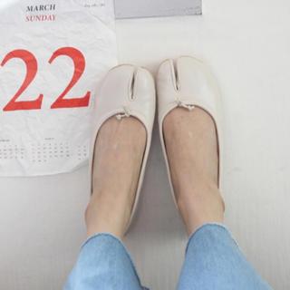 トゥデイフル(TODAYFUL)の足袋ブーツ フラットシューズ バレエシューズ マルタンマルジェラ (バレエシューズ)