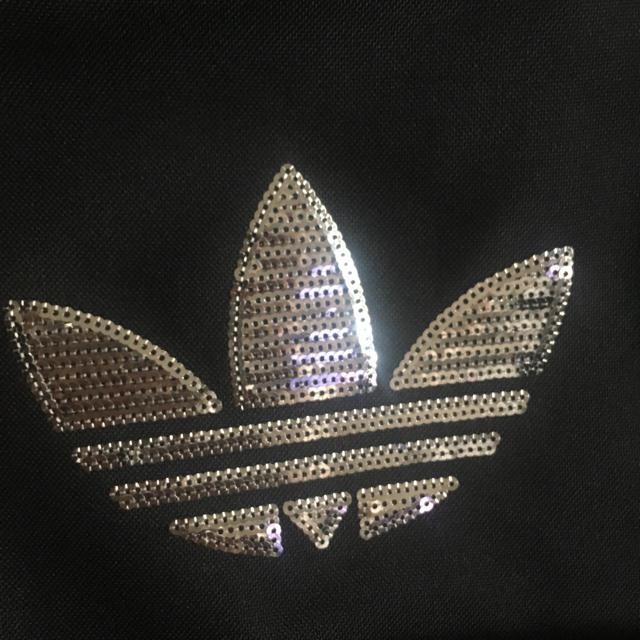 adidas(アディダス)のadidas スパンコールロゴ入りリュック レディースのバッグ(リュック/バックパック)の商品写真