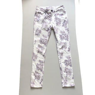 セシルマクビー(CECIL McBEE)のセシルマクビー 花柄 パンツ(カジュアルパンツ)