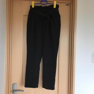 ジーユー(GU)の黒 パンツ ウエストリボン(カジュアルパンツ)