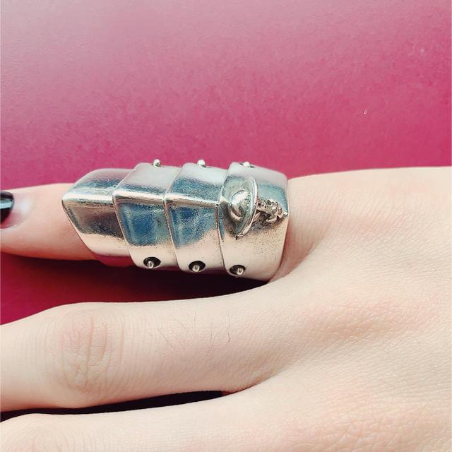 Vivienne Westwood(ヴィヴィアンウエストウッド)のヴィヴィアン アーマーリング レディースのアクセサリー(リング(指輪))の商品写真