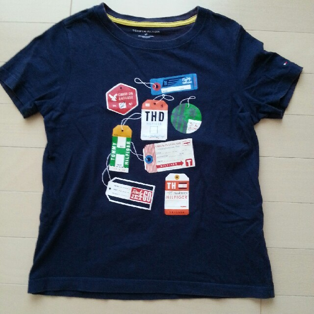 TOMMY HILFIGER(トミーヒルフィガー)のTOMMY HILFIGER Tシャツ 130 キッズ/ベビー/マタニティのキッズ服 男の子用(90cm~)(Tシャツ/カットソー)の商品写真