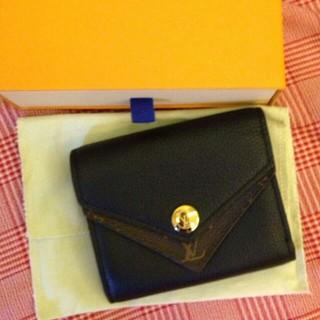 LOUIS VUITTON - LV モノグラム 3つ折りミニ財布 ポルトフォイユ·ヴィクトリーヌ フューシャ