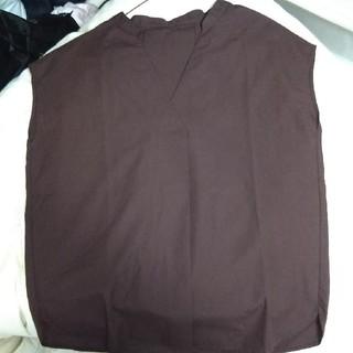 ジーユー(GU)のGU スキッパーシャツ ダークブラウン S(シャツ/ブラウス(半袖/袖なし))
