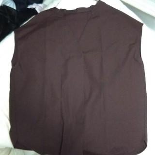 ジーユー(GU)のGU スキッパーブラウス ダークブラウン M(シャツ/ブラウス(半袖/袖なし))