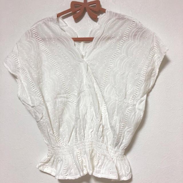 GU(ジーユー)のコットンレーストップス ホワイト レディースのトップス(シャツ/ブラウス(半袖/袖なし))の商品写真