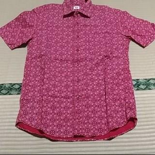 ユニクロ(UNIQLO)のUNIQLO ユニクロ ペイズリー 総柄 半袖シャツ(シャツ)