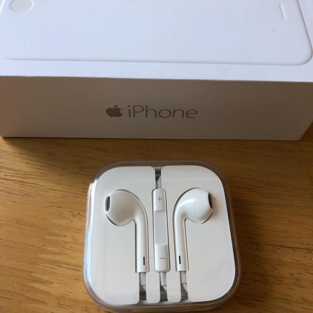 iPhone(アイフォーン)のiPhone6純正イヤホン スマホ/家電/カメラのオーディオ機器(ヘッドフォン/イヤフォン)の商品写真