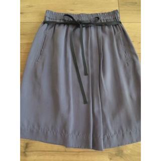 ニジュウサンク(23区)の美品小さめ:上品なパープルのスカート(ひざ丈スカート)