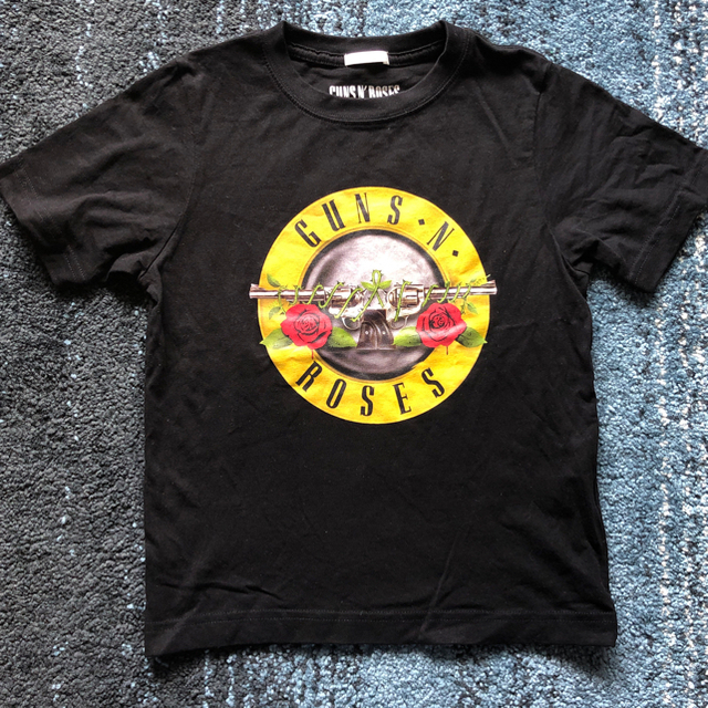 GU(ジーユー)の新品 GU 130㎝ TシャツGuns'n Roses キッズ/ベビー/マタニティのキッズ服 男の子用(90cm~)(Tシャツ/カットソー)の商品写真