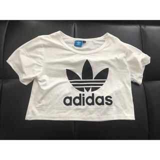 アディダス(adidas)のショート丈Tシャツ(Tシャツ(半袖/袖なし))