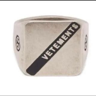 バレンシアガ(Balenciaga)のvetements ヴェトモン ロゴ シルバー リングM指輪 silver(リング(指輪))