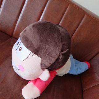 セガ(SEGA)のおそ松さん メガジャンボ 寝そべりぬいぐるみ (おそ松)(キャラクターグッズ)