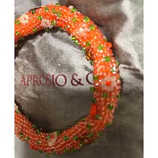 アッシュペーフランス(H.P.FRANCE)のアプロージオ&コー フラワー モチーフ 豪華 ブレスレット オレンジベース(ブレスレット/バングル)