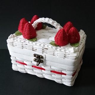 いちごケーキみたいなバスケット