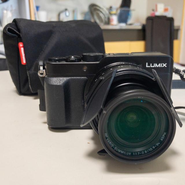 Panasonic(パナソニック)のLX100 自動開閉キャップ、sdカードなど スマホ/家電/カメラのカメラ(コンパクトデジタルカメラ)の商品写真