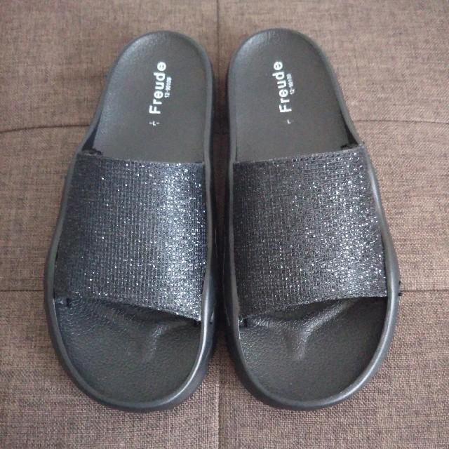 しまむら(シマムラ)の黒 サンダル レディースの靴/シューズ(サンダル)の商品写真