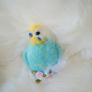 羊毛フェルト セキセイインコ ブローチ 水色×黄色頭(コサージュ/ブローチ)