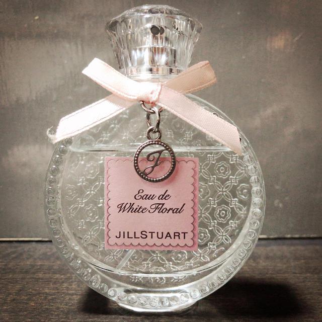 JILLSTUART(ジルスチュアート)のジルスチュアート 香水 ホワイトフローラル コスメ/美容の香水(香水(女性用))の商品写真