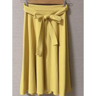ジーユー(GU)の【美品】リボン付きフレアスカート(ひざ丈スカート)
