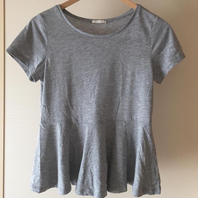 GU(ジーユー)のGU Tシャツ カットソー  ペプラムグレーS レディースのトップス(Tシャツ(半袖/袖なし))の商品写真