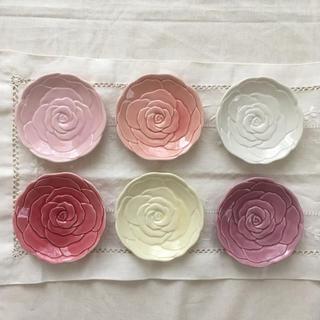 フェリシモ(FELISSIMO)の【フェリシモ】6色セット テーブルに咲くようなローズトレイ  小皿(食器)