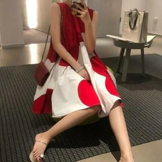 ZARA - 即納!かわいい 赤 ボリュームワンピース Aライン
