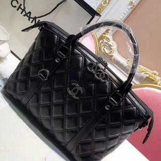 CHANEL - Chanel ブラック ハンドバッグ