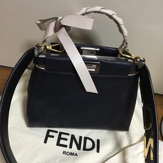 フェンディ(FENDI)の【激カワ】FENDIミニピーカブー  ストラップユー(ハンドバッグ)