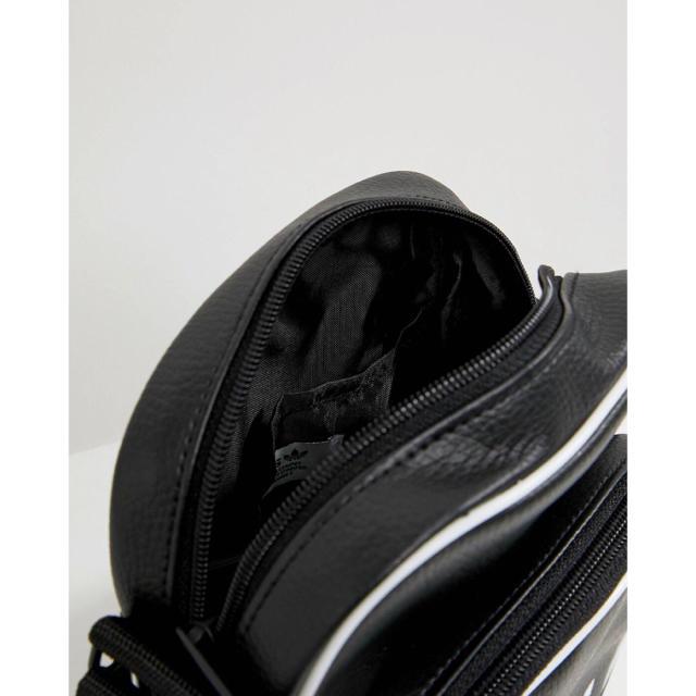 adidas(アディダス)の【新品】adidas オリジナルス ショルダーバック ミニバッグ ブラック メンズのバッグ(ショルダーバッグ)の商品写真