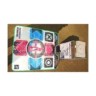 ソニー(SONY)の【美品】 プレステ 本体 床・手 コントローラ CD タワーBOX セット(家庭用ゲーム本体)