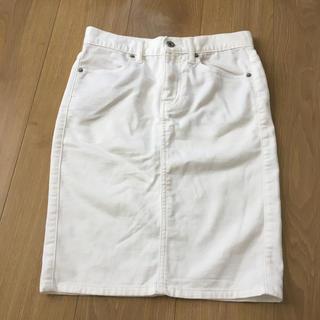 ジーユー(GU)のGU ホワイト タイトスカート(ひざ丈スカート)