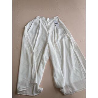 ジーユー(GU)の新品 GU白のスカンツ(カジュアルパンツ)