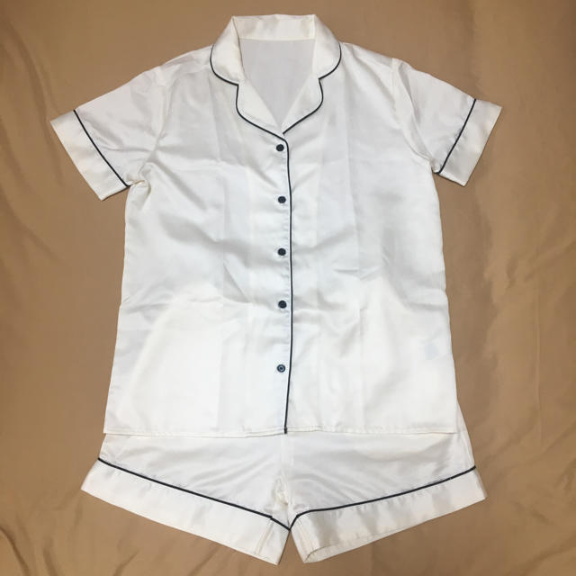 GU(ジーユー)の《GU》パジャマ サテン 半袖 白 レディースのルームウェア/パジャマ(パジャマ)の商品写真