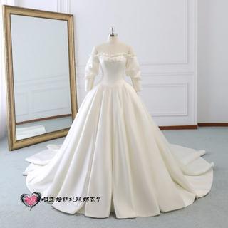 61a4bd57220b2 ウエディングドレス ホワイト オフショルダー ロングトレーン 光沢サテン 結婚式(ウェディングドレス)
